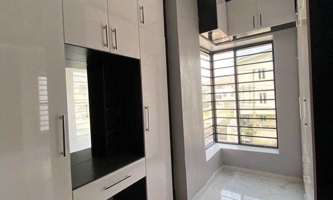 property_showroom_10___B_pprucnF1k___