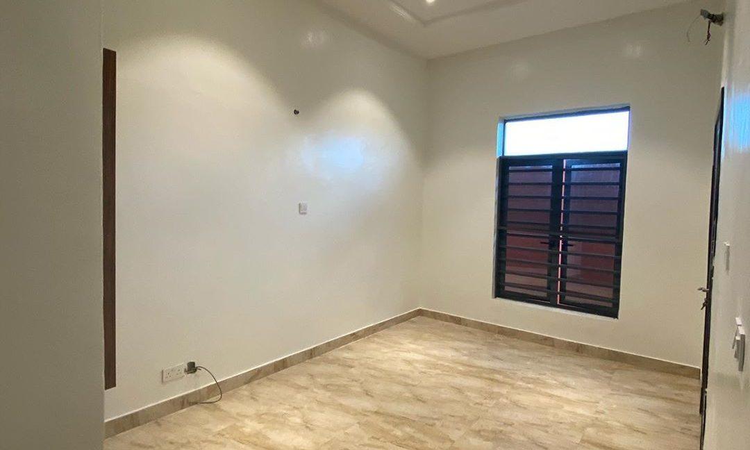property_showroom_5___B_dXc7Bn6NO___