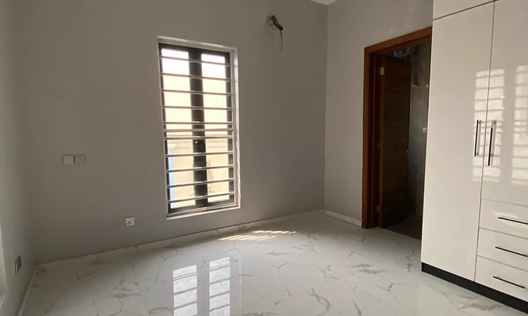 property_showroom_8___B_pprucnF1k___