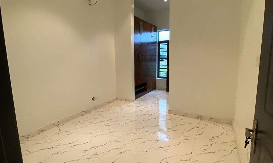 property_showroom_9___B_dXc7Bn6NO___