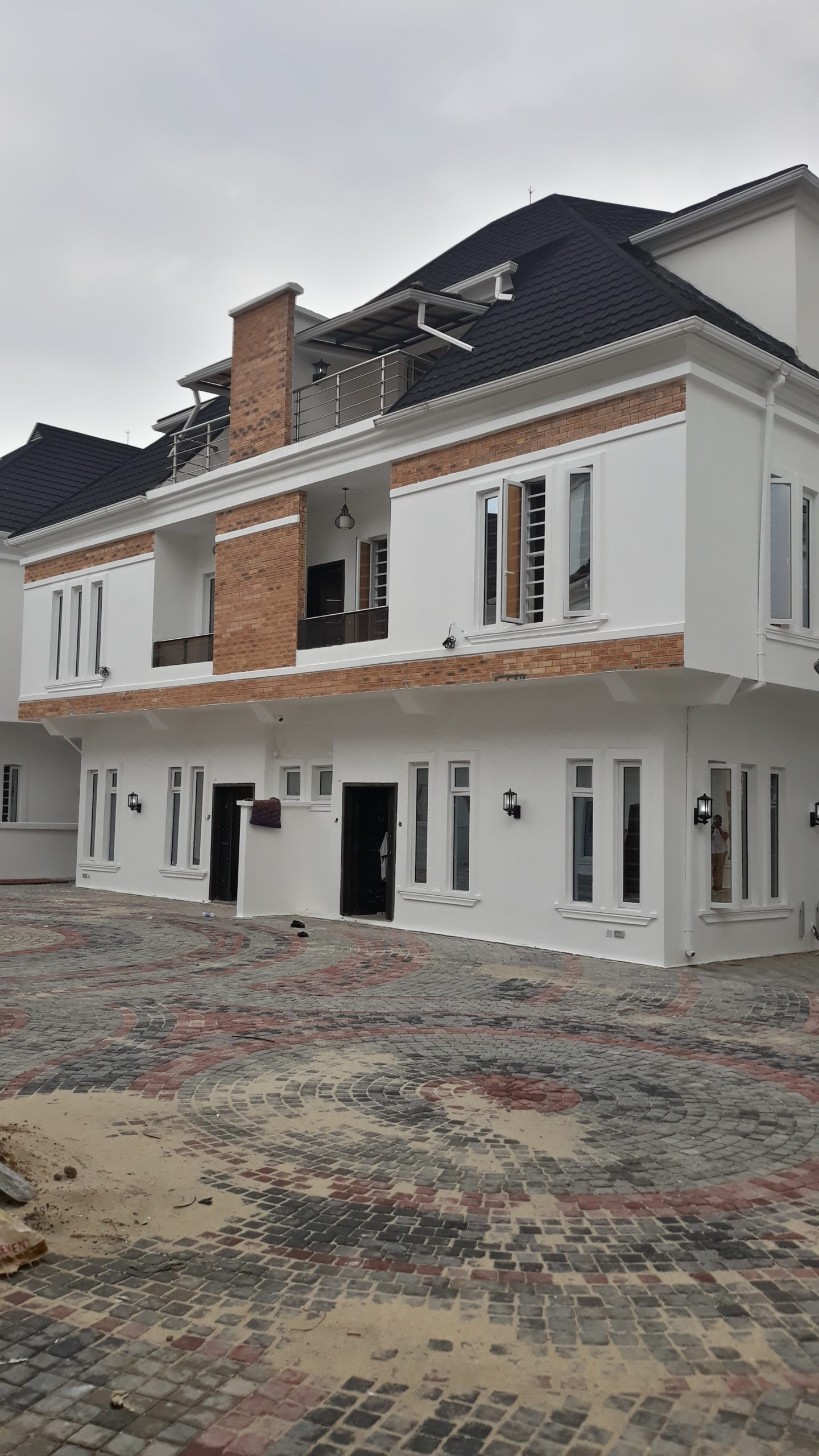 4 BEDROOM DUPLEX WITH TERRACE