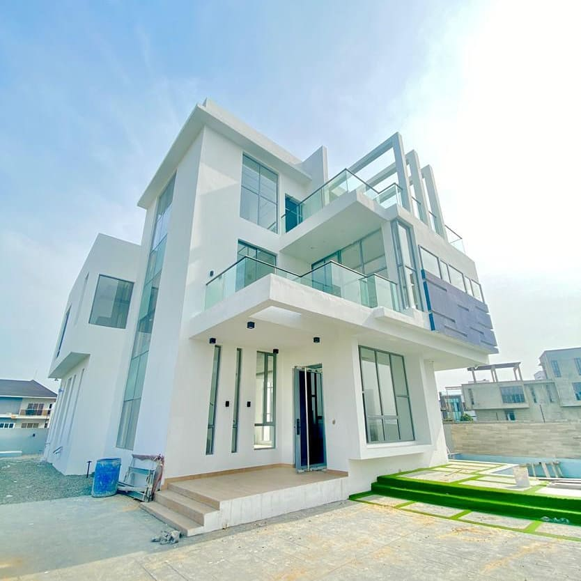 Luxury 5 Bedroom Duplex